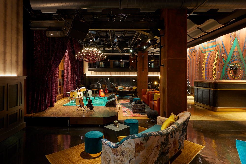 Analog Full Area couches facing stage HuttonHotel credit Tim Williams