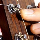 Cómo elegir las cuerdas correctas para su guitarra acústica o clásica