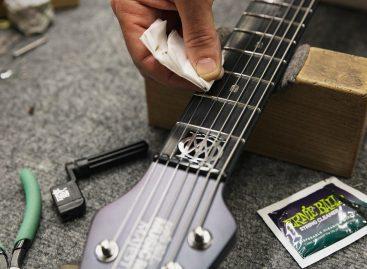 Cuide de su guitarra con el Musician's Tool Kit de Ernie Ball