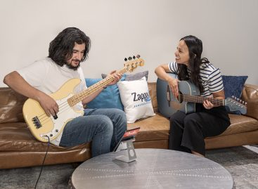 "Zappos y Fender se unen por ""Strum for the Sole"""