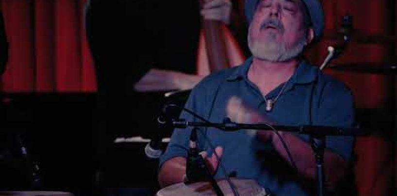 El ingeniero FOH, Larry Sánchez, mezcla a Poncho Sánchez con TouchMix-30 Pro de QSC