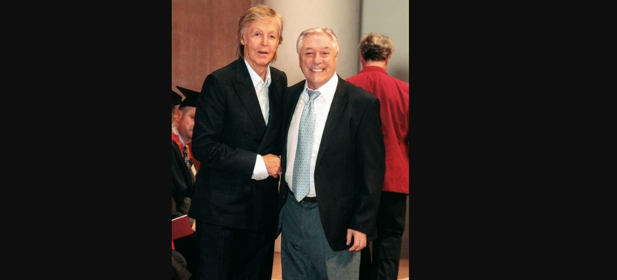 Paul McCartney hace a Cliff Cooper de Orange Amplification amigo honorable de LIPA